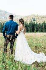 bride and groom elope in mountains
